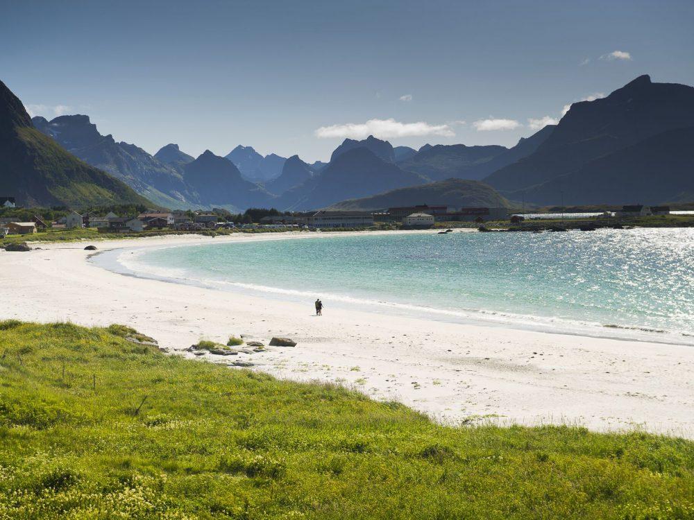 Beach-at-Ramberg-in-Lofoten-092011-99-0002