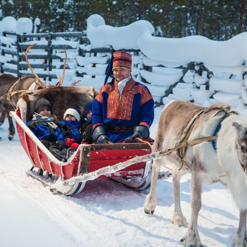 Finland-Reindeer-sledge_GF