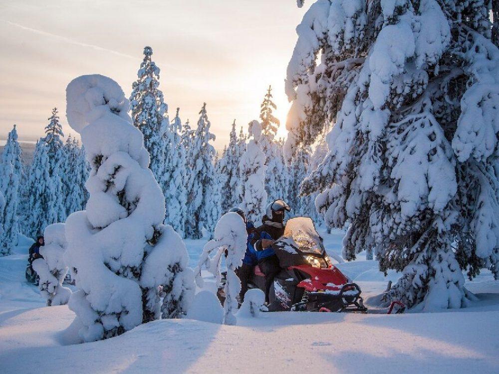 Finland-Snowmobile_GF